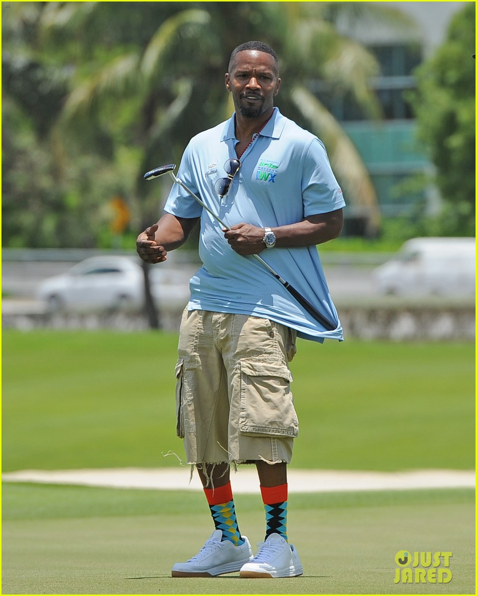 jamie fox dwyane wade celebrity golf tournament miami 01