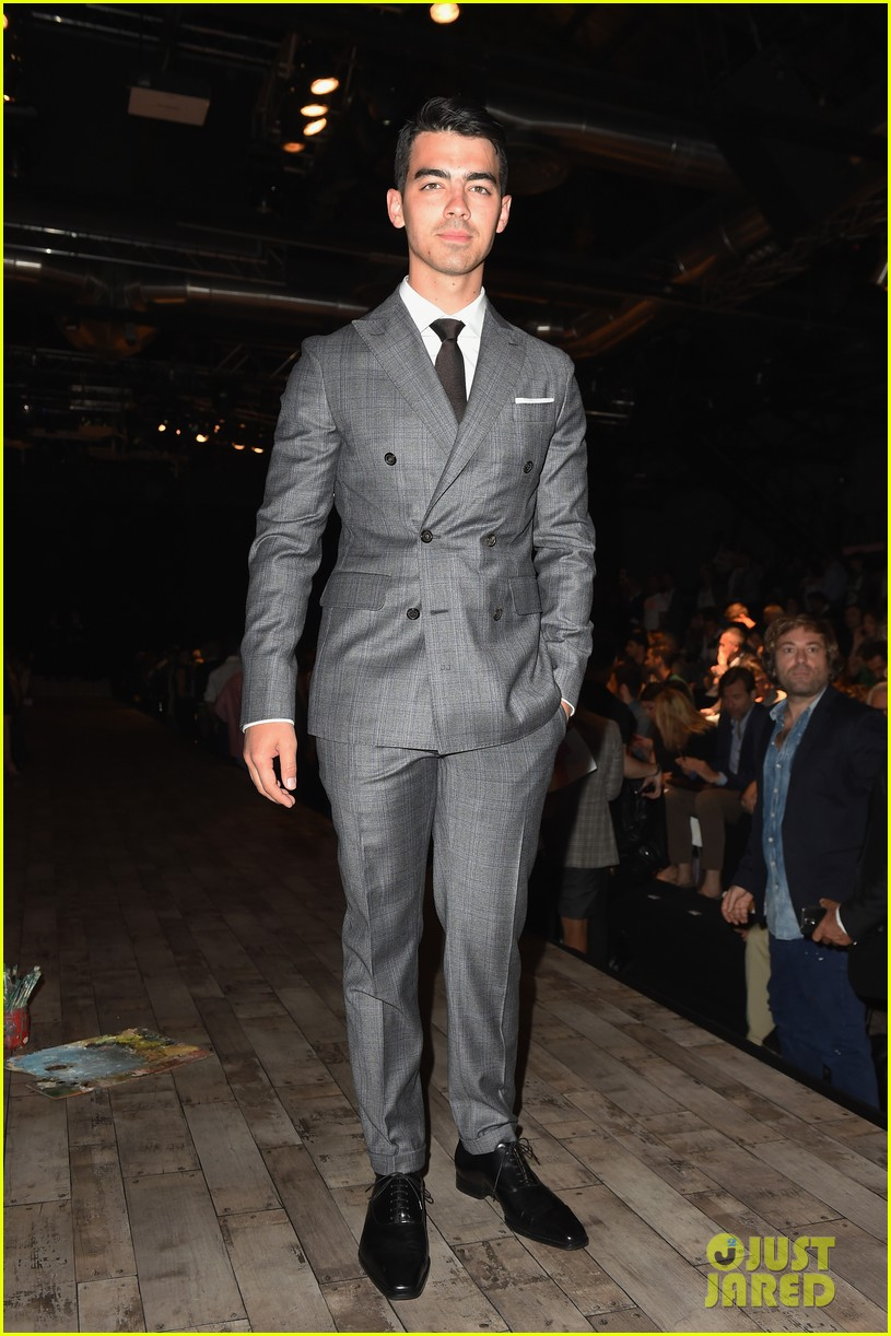 joe jonas dsquared2 fashion show milan 013142528