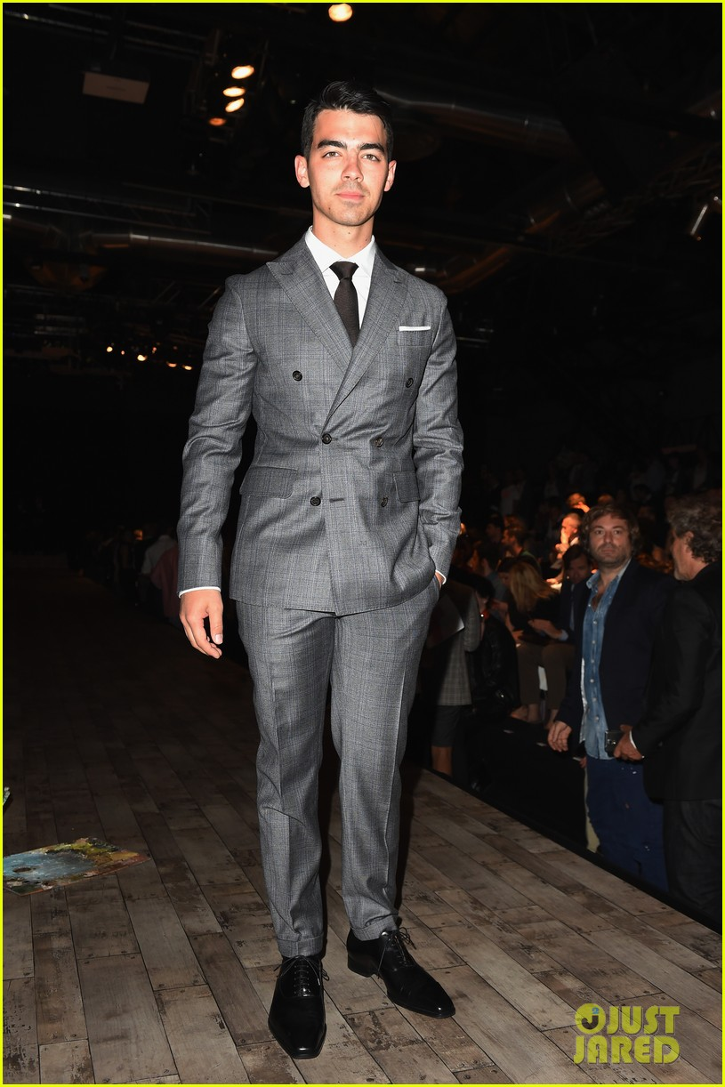 joe jonas dsquared2 fashion show milan 043142531