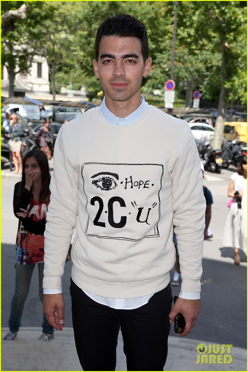 joe jonas leaves milan paris fashion week 02