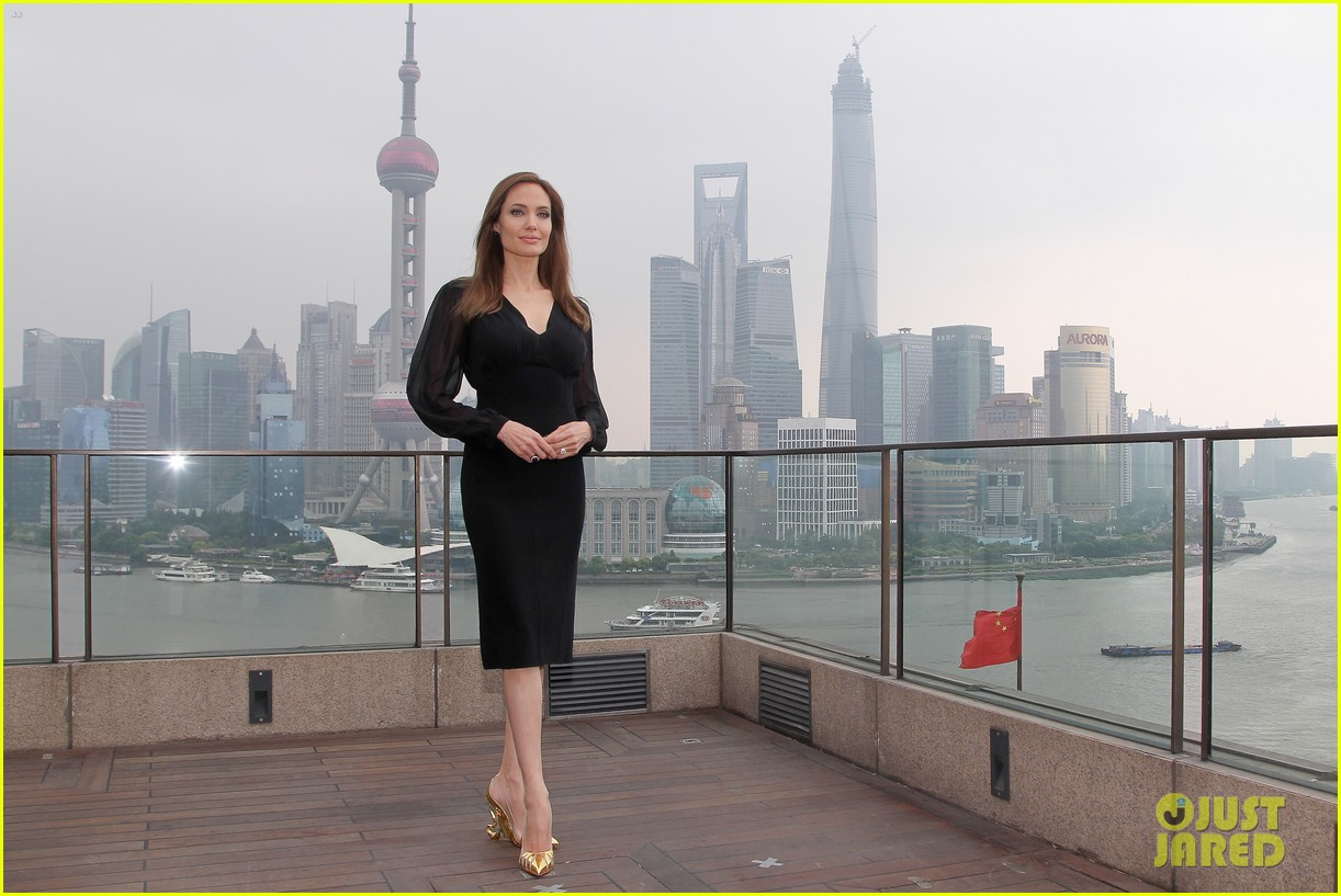 angelina jolie brings maleficent to china 153127254