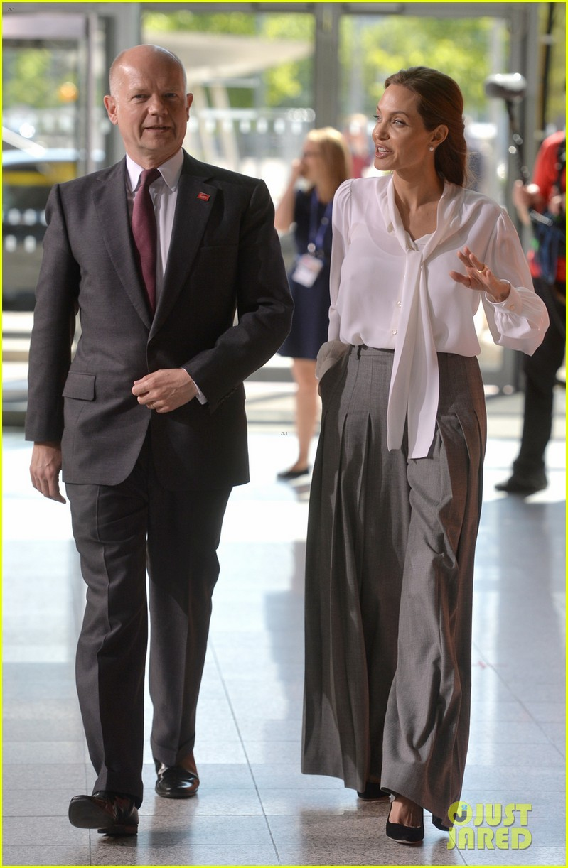 angelina jolie joins foreign secretary william hague for day two of global summit 03