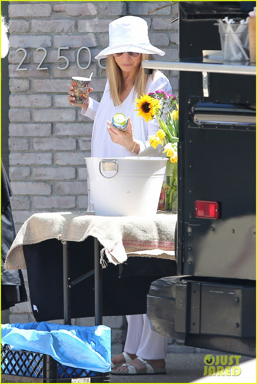 january jones barbra streisand lunch date pairing 133136585