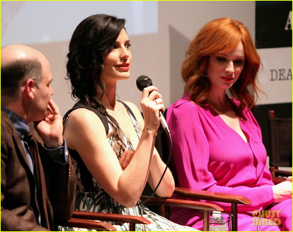 january jones christina hendricks join cast of mad men at deadline screening 17
