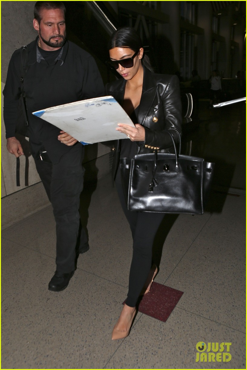 kim kardashian arrives at lax without new husband kanye west 08