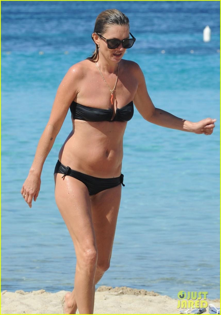 kate moss bikini bod soaking sun ibiza 08