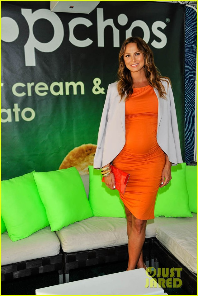 stacy keibler glams up and dresses down baby bump 033138162