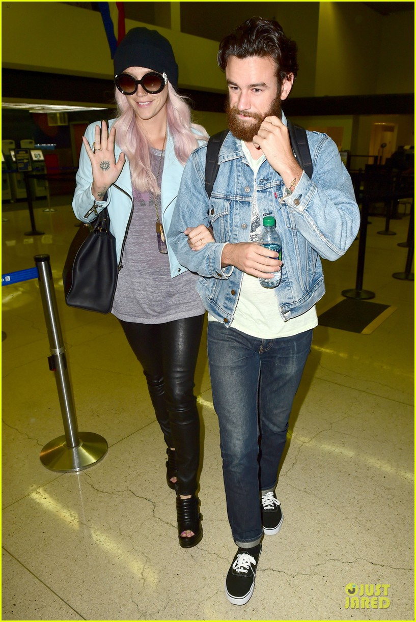 kesha brad ashenfelter inseparable at lax airport 063127167