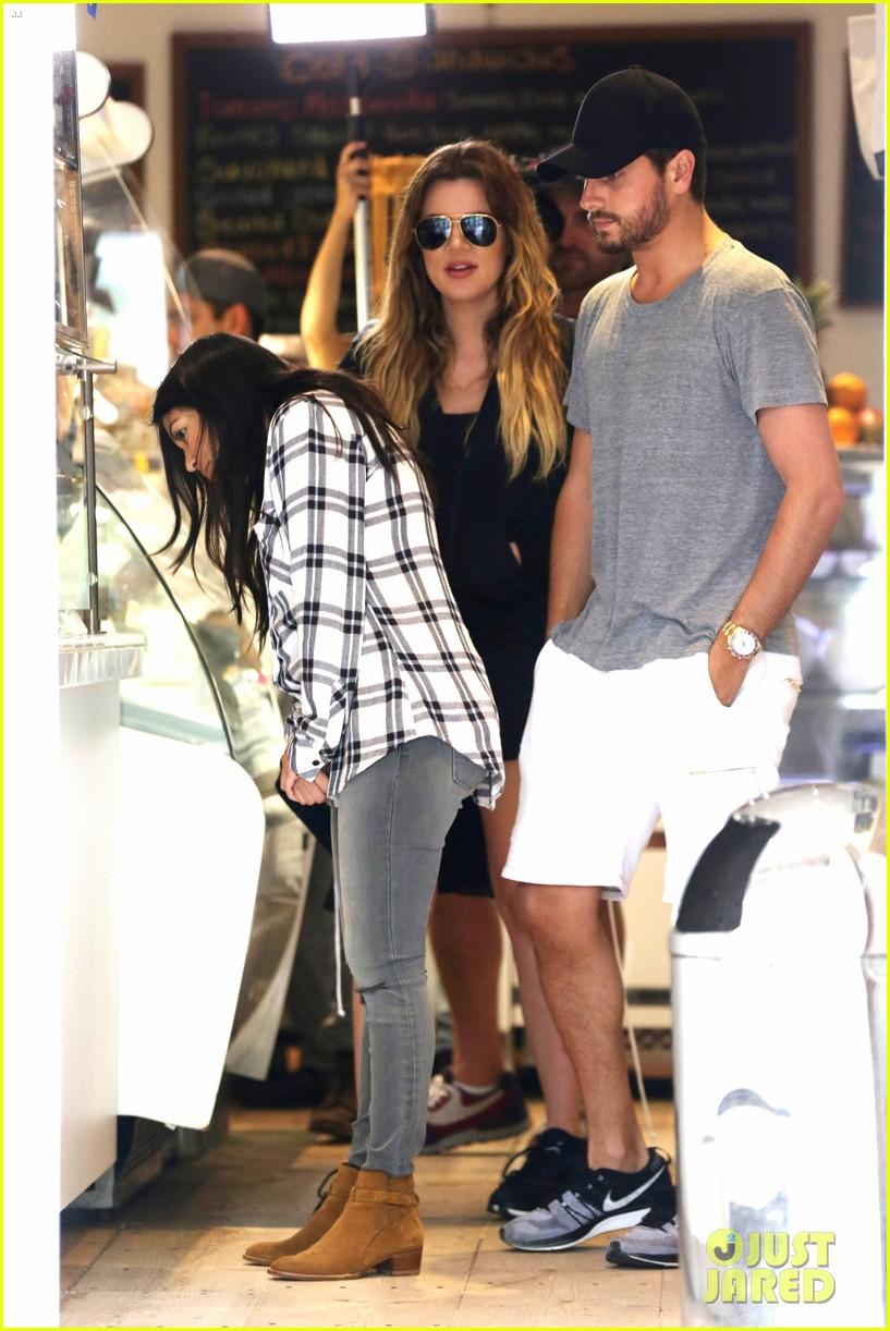 kourtney khloe kardashian double date with their men 05