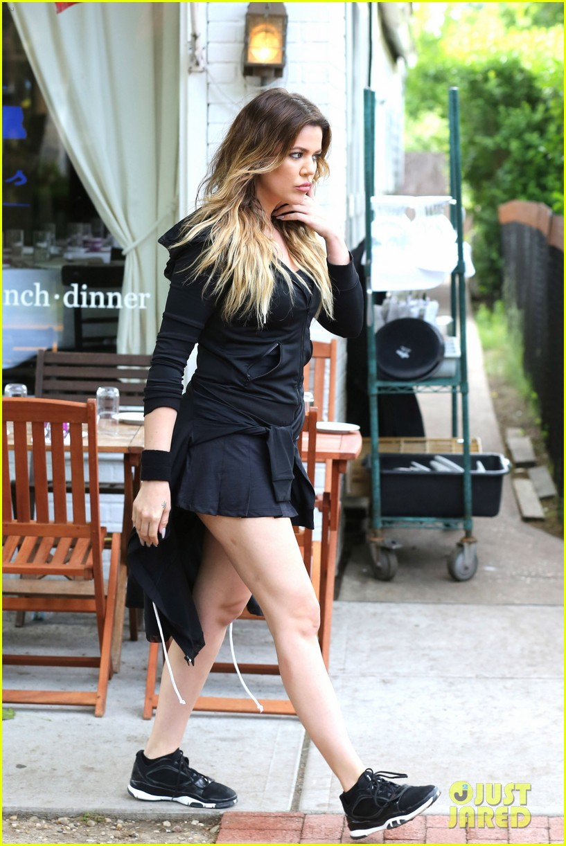 kourtney khloe kardashian double date with their men 223134339