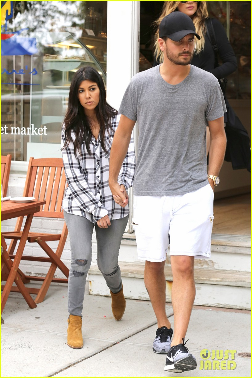 kourtney khloe kardashian double date with their men 293134346
