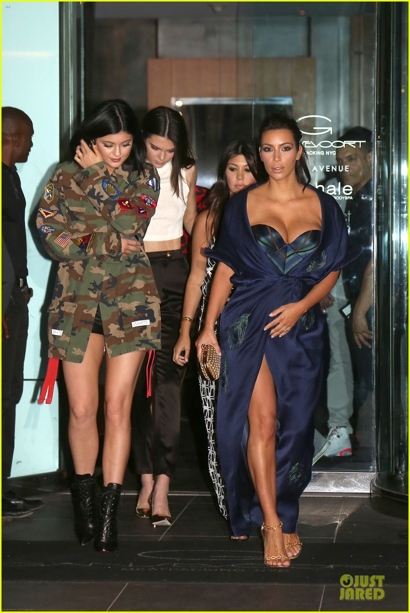 kim kardashian cleavage on full display for khloe birthday 01