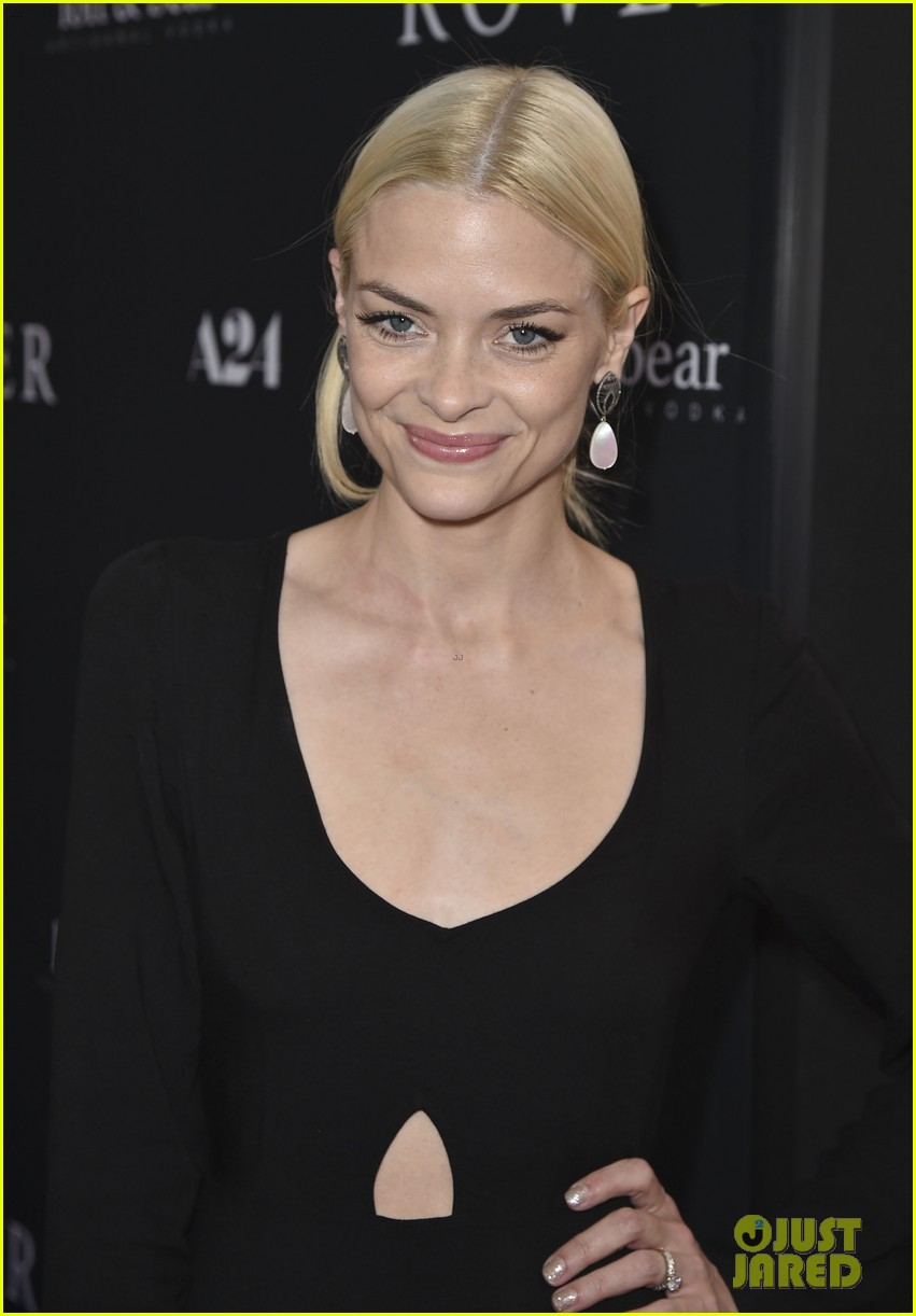 jaime king reveals why she posted breast feeding photo 063134470