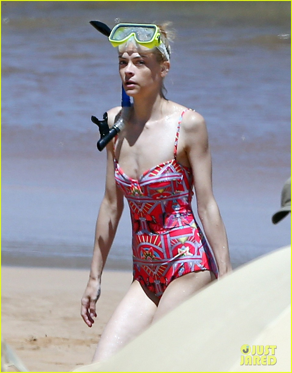 jaime king one piece swimsuit snorkeling hawaii 10