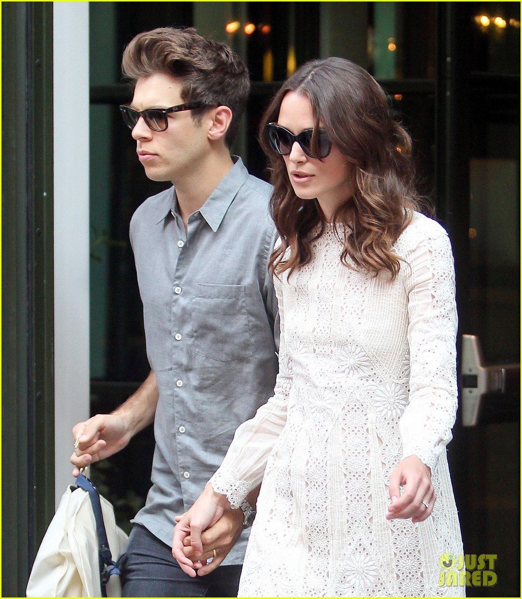 keira knightley james righton begin again premiere 023143394