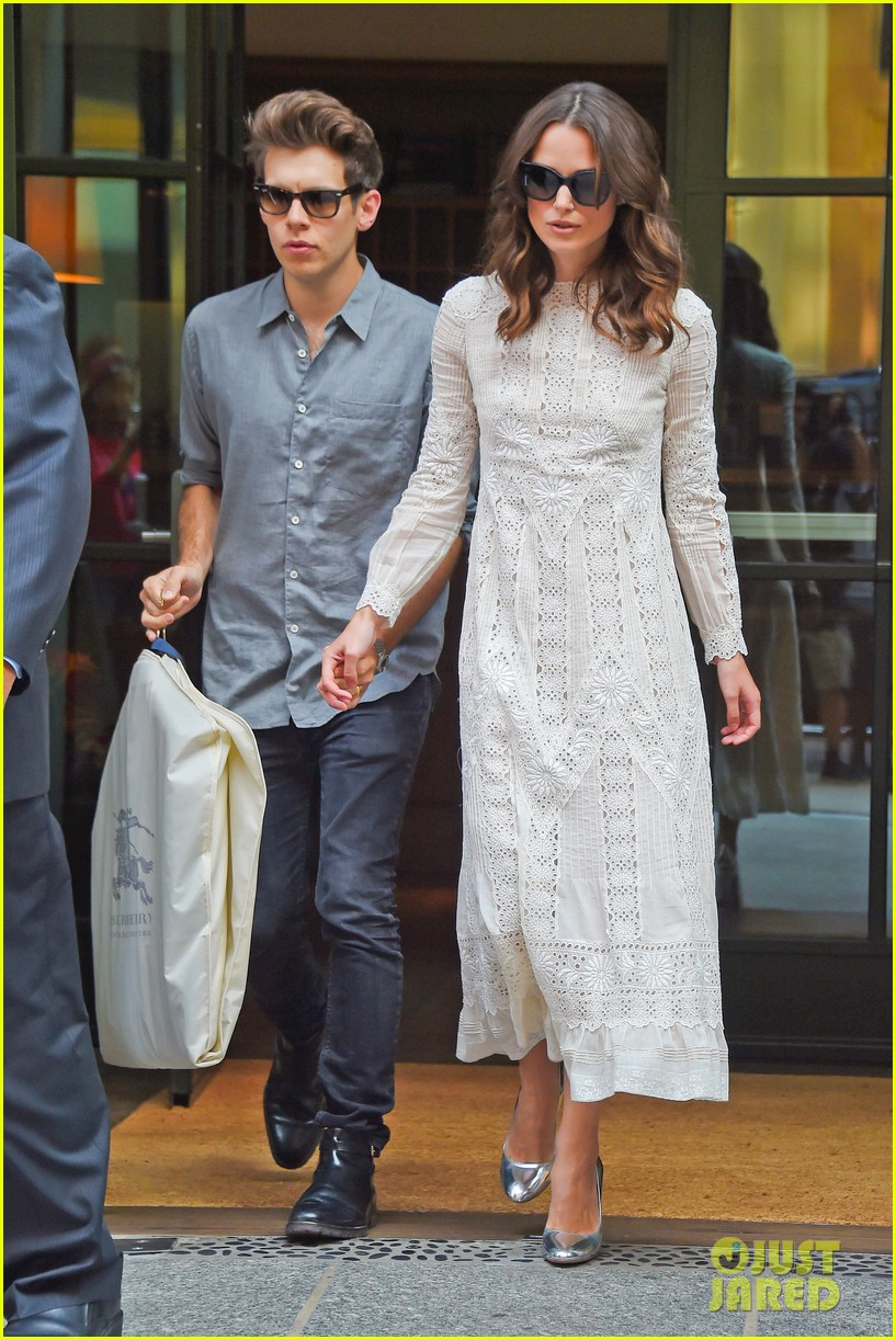 keira knightley james righton begin again premiere 14