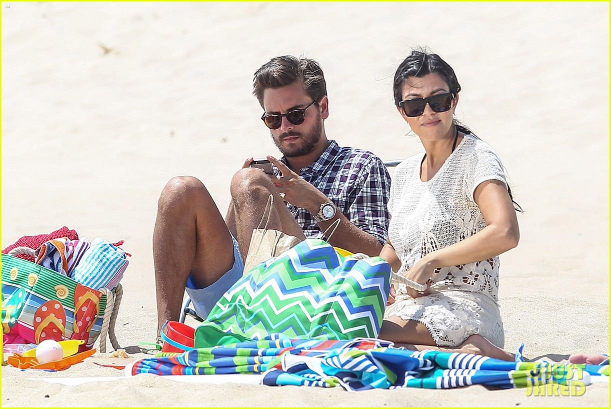 kourtney kardashian scott disick hit the beach breakup rumors 01