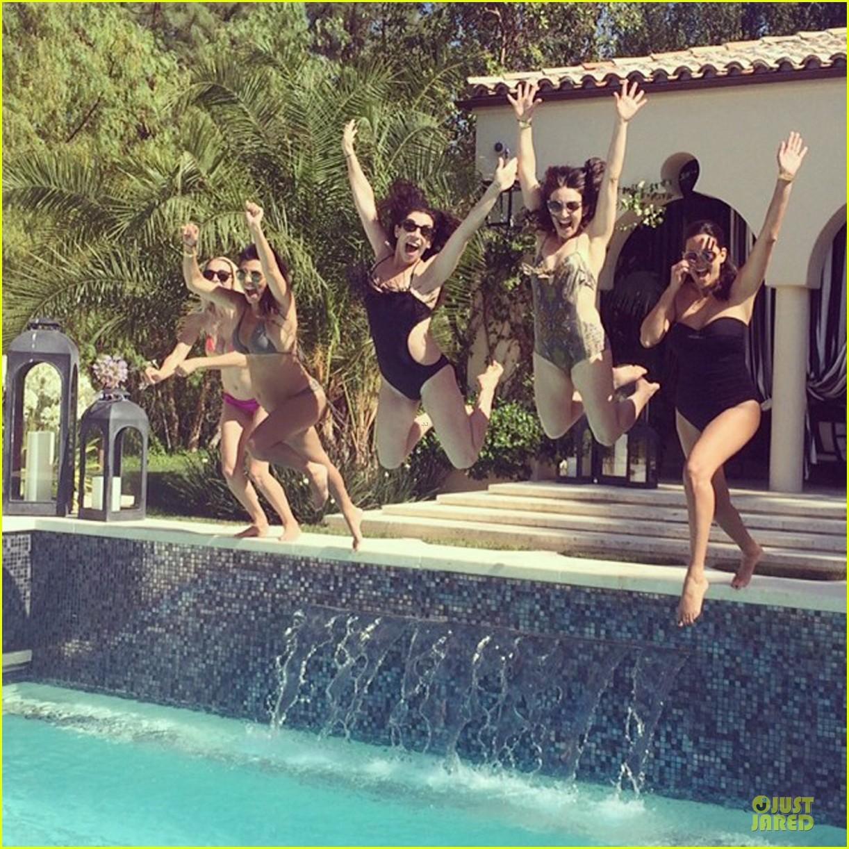 kourtney kardashian flaunts growing baby bump in bikini 05