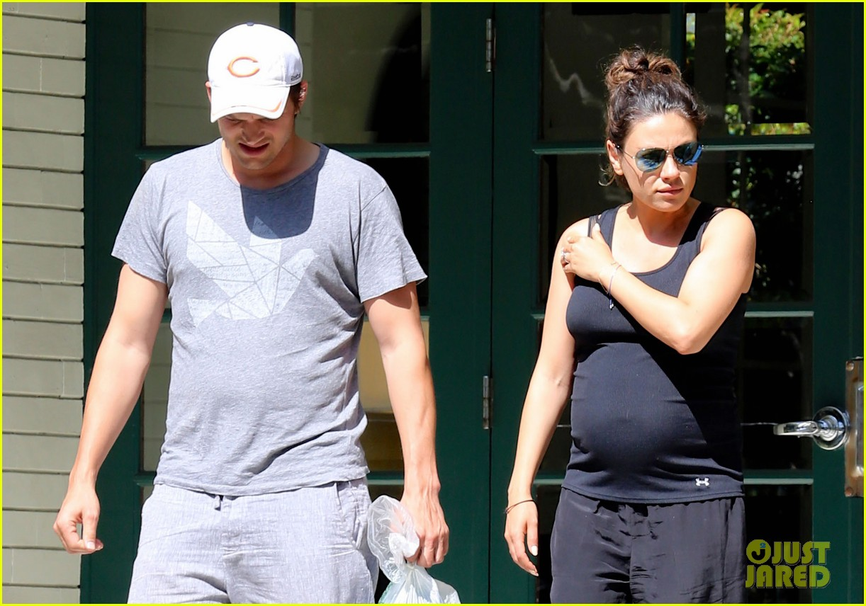pregnant mila kunis ashton kutcher visit with her parents 023126099