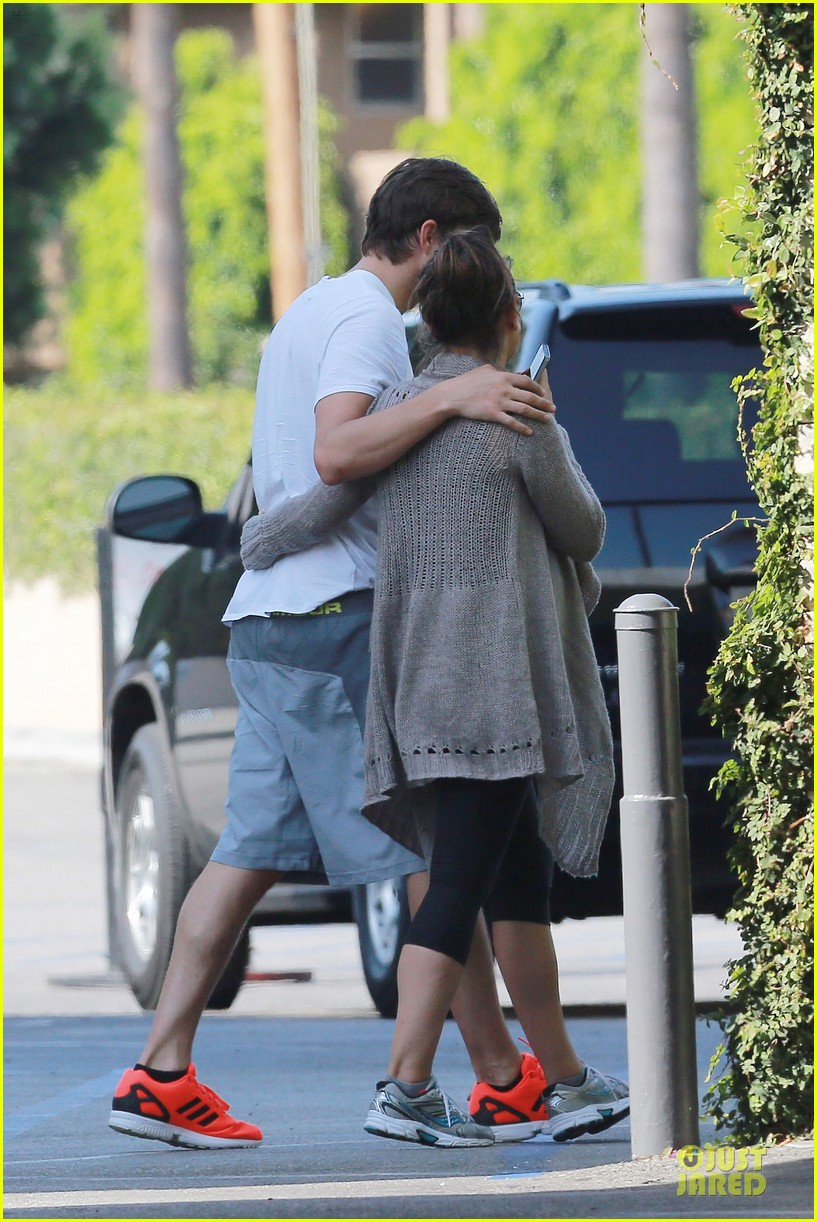 ashton kutcher mila kunis look closer than ever 05