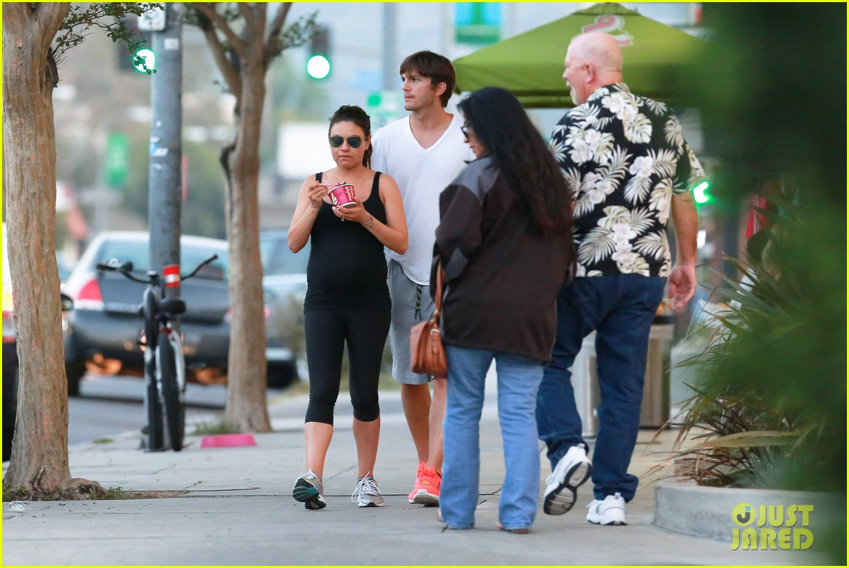 ashton kutcher plants a sweet kiss on pregnant mila kunis 253131547
