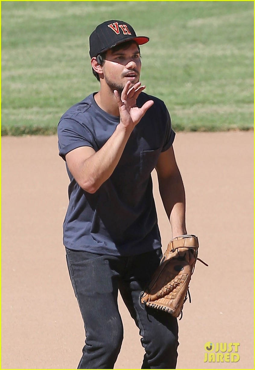taylor lautner buff arms run the tide baseball pitch 043140535