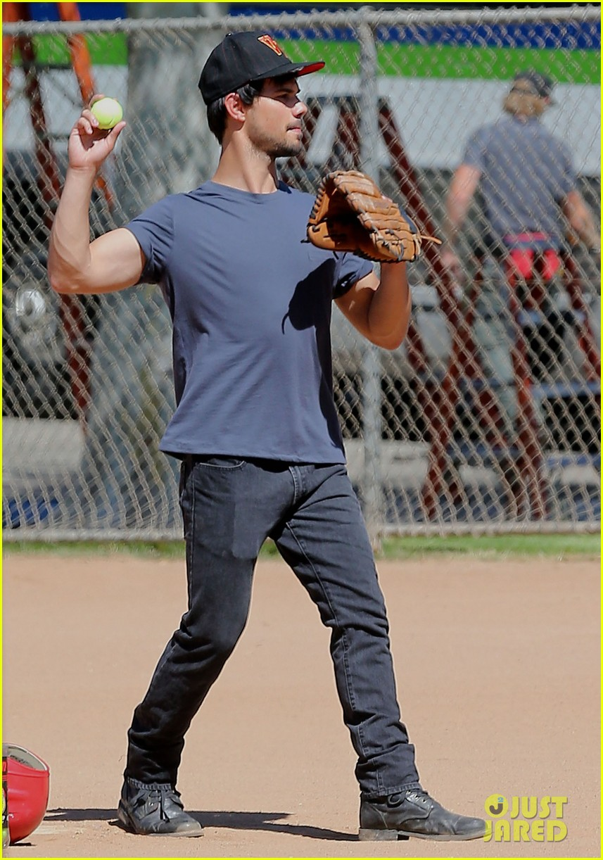 taylor lautner buff arms run the tide baseball pitch 113140542