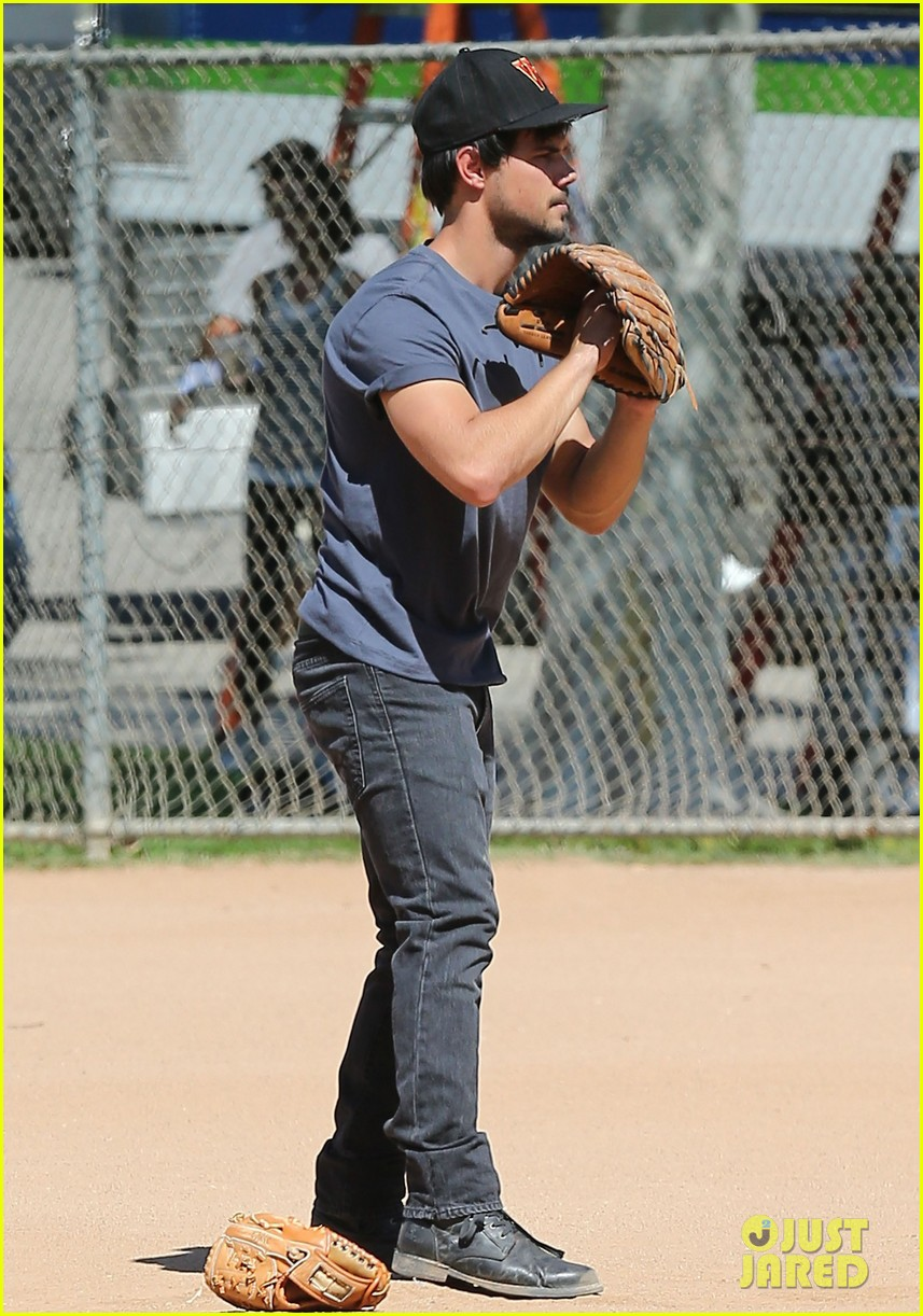 taylor lautner buff arms run the tide baseball pitch 19