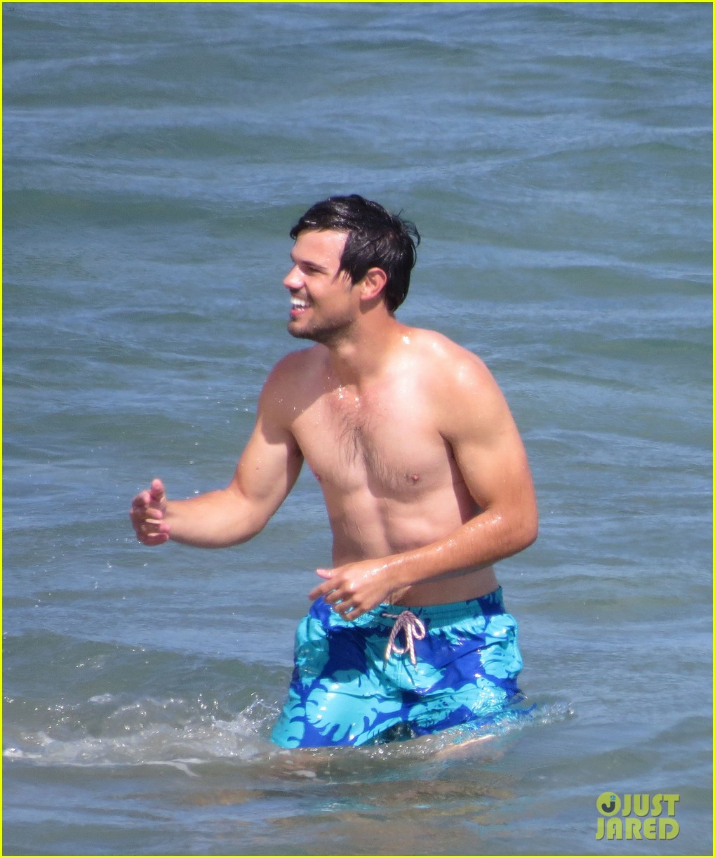 taylor lautner goes shirtless for run the tide beach scenes 34
