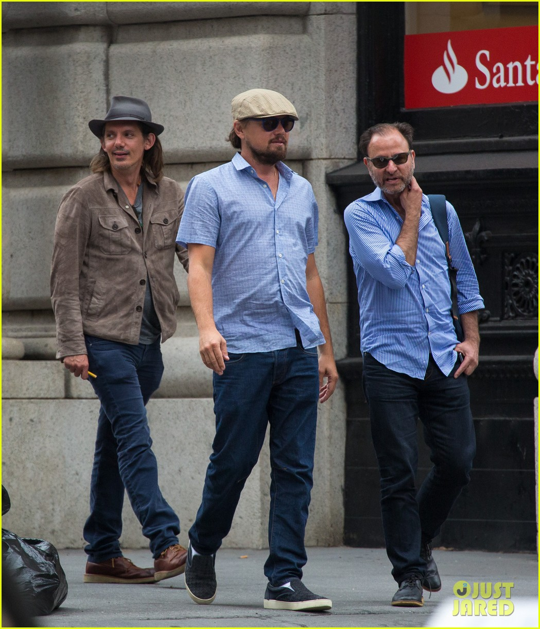 leonardo dicaprio hangs out with pals after lunch in nyc 023132509