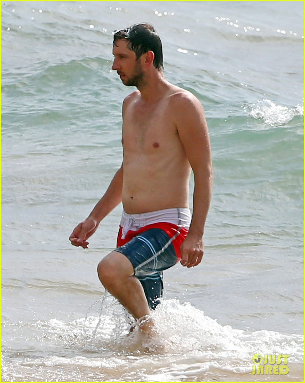 zachary levi shirtless hawaii beach vacation 123134953
