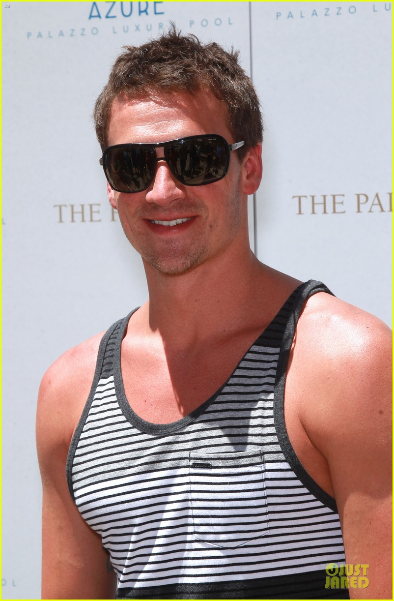 ryan lochte hosts bachelor party in las vegas 103131005