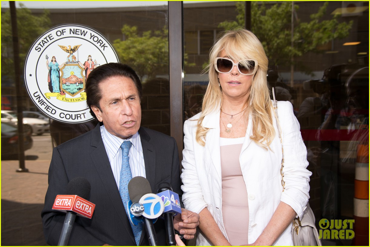 lindsay lohans mom dina lohan charged in dui case 07
