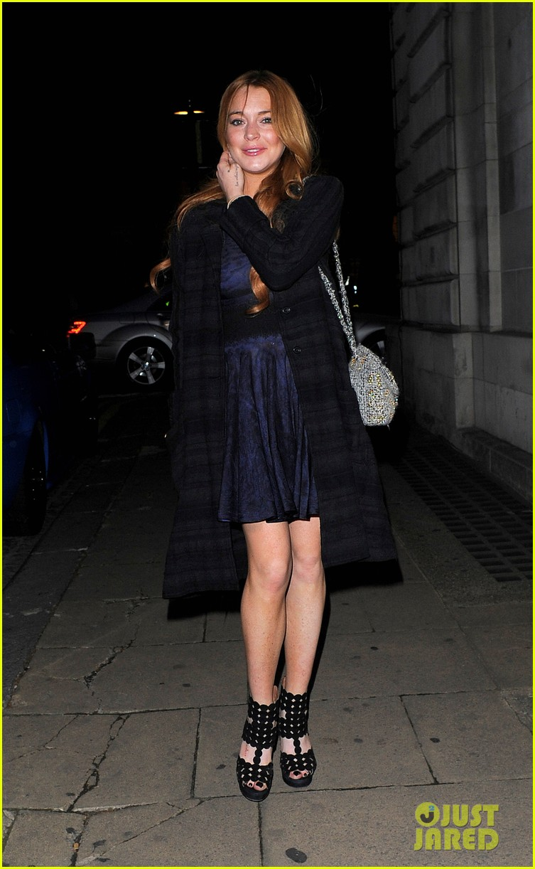 lindsay lohan changes up her look to evening wear for night out 01