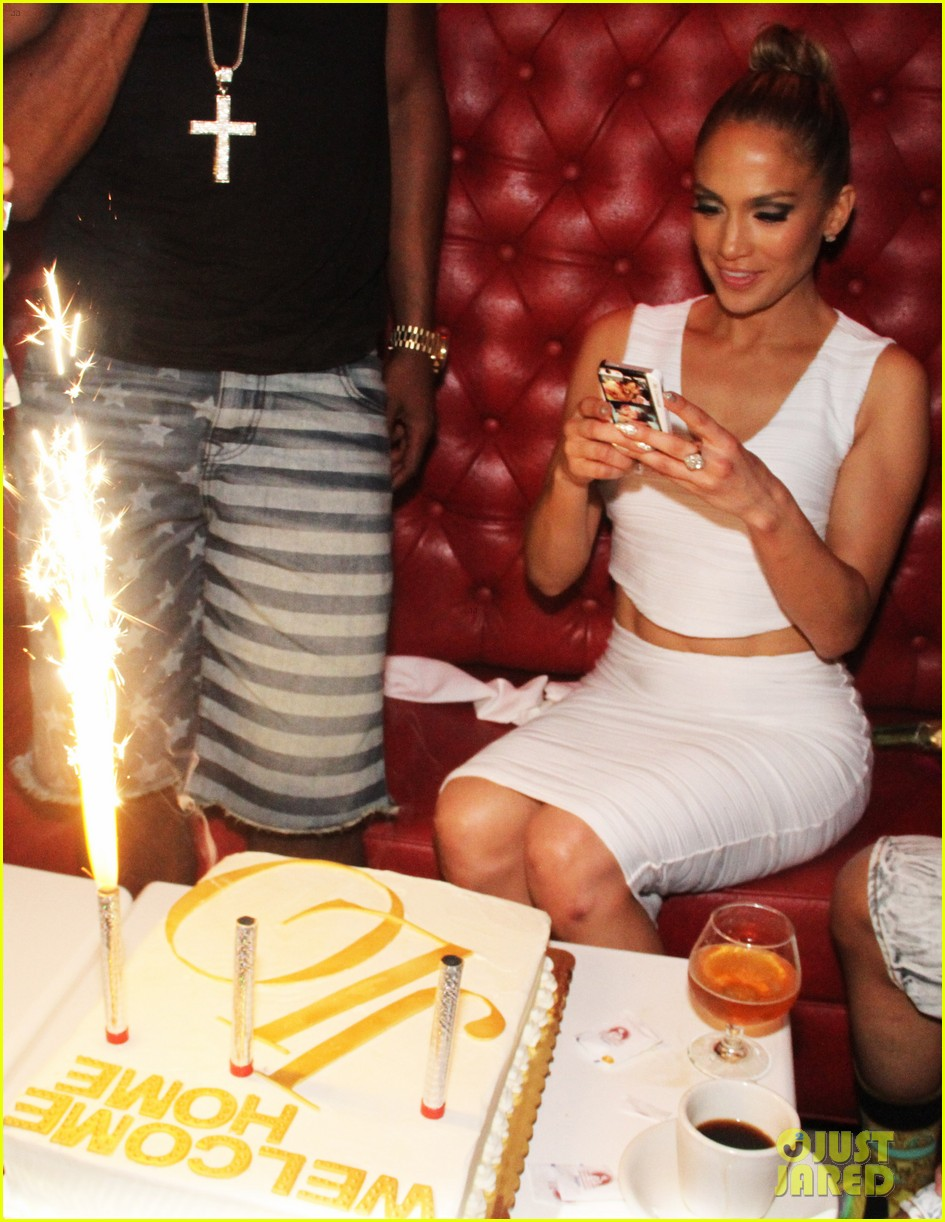 jennifer lopez celebrates her hometown concert with ti 013129159