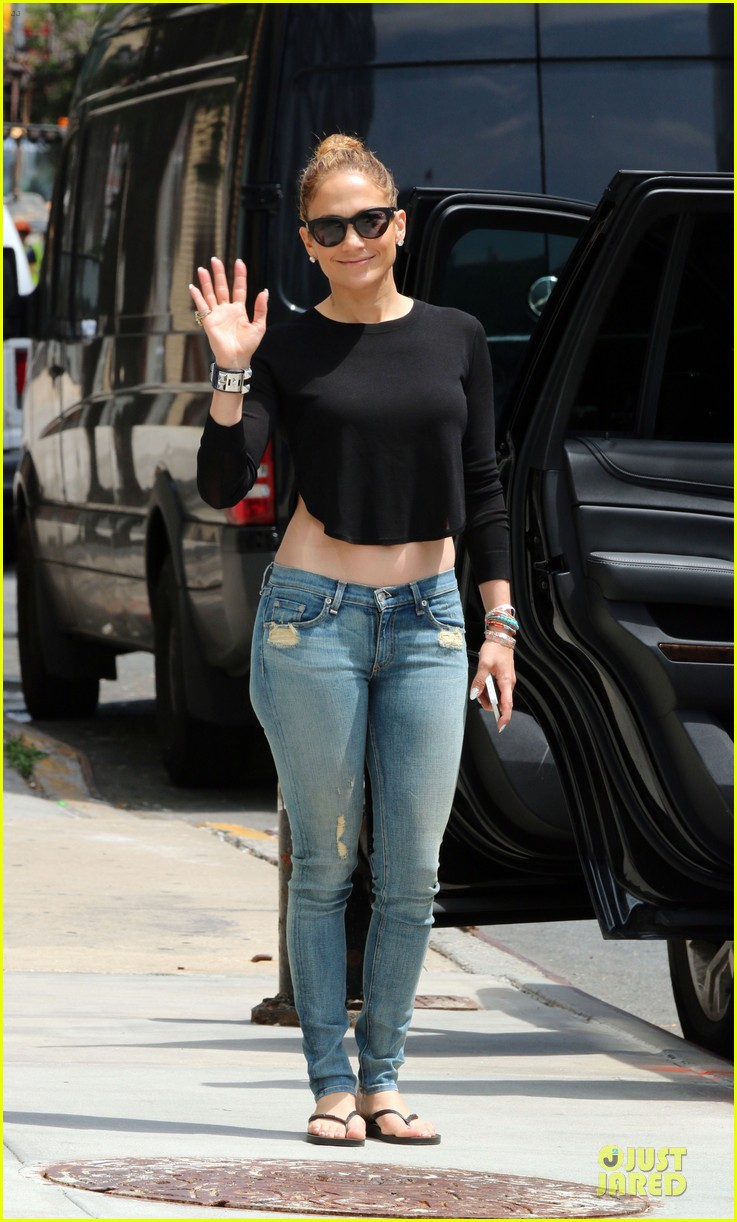 jennifer lopez bare midriff sight to see in nyc 16