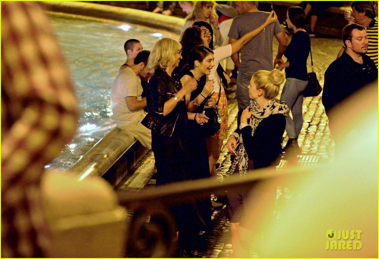 lorde rome music festival trevi fountain 043128069
