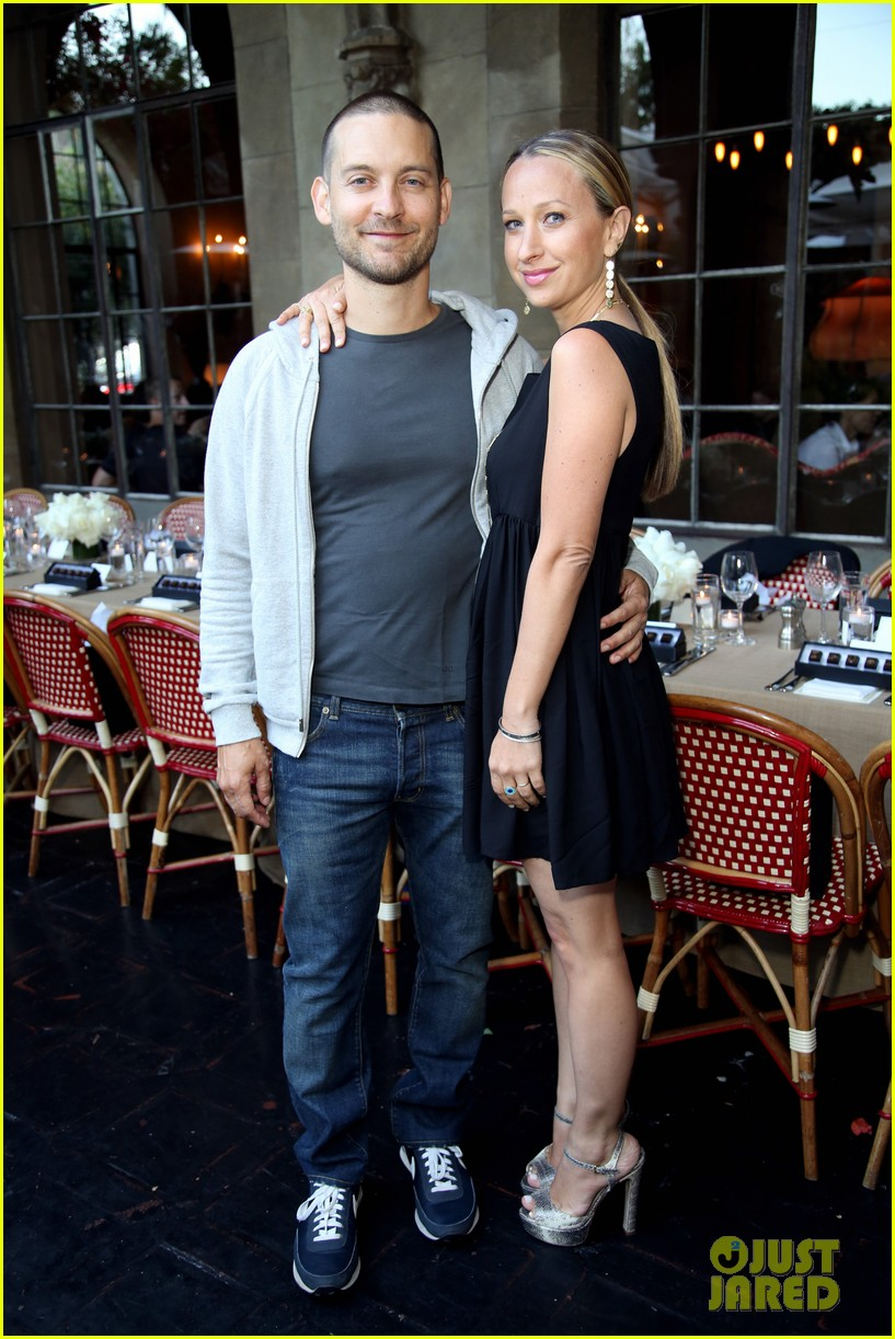 tobey maguire supports wife jennifer meyer zoe report dinner 183138899