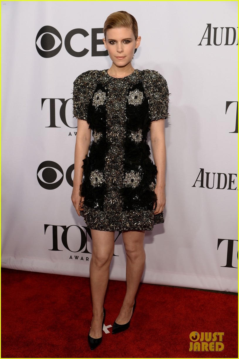 kate mara wears intricately beaded dress to tony awards 2014 06
