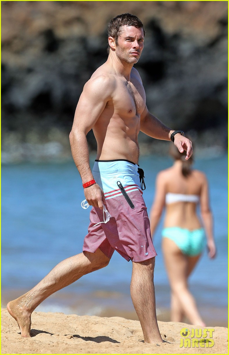 shirtless james marsden shows ripped body in hawaii 07