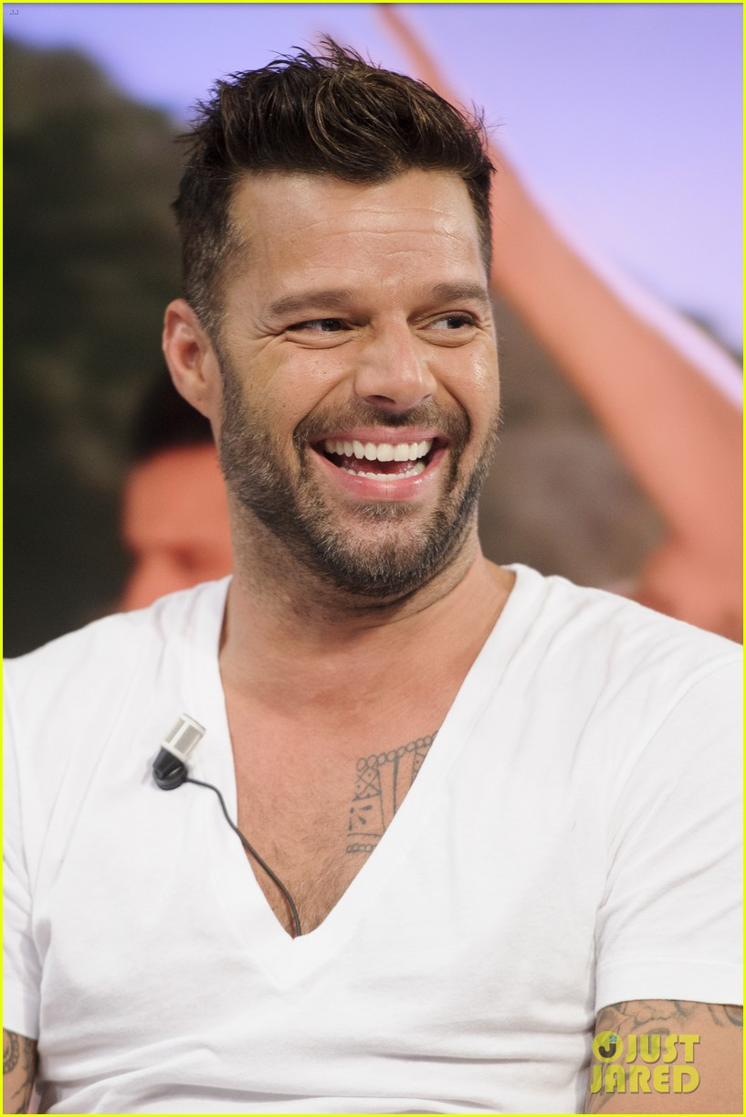 ricky martin recreates vida music video on el hormiguero 093132386