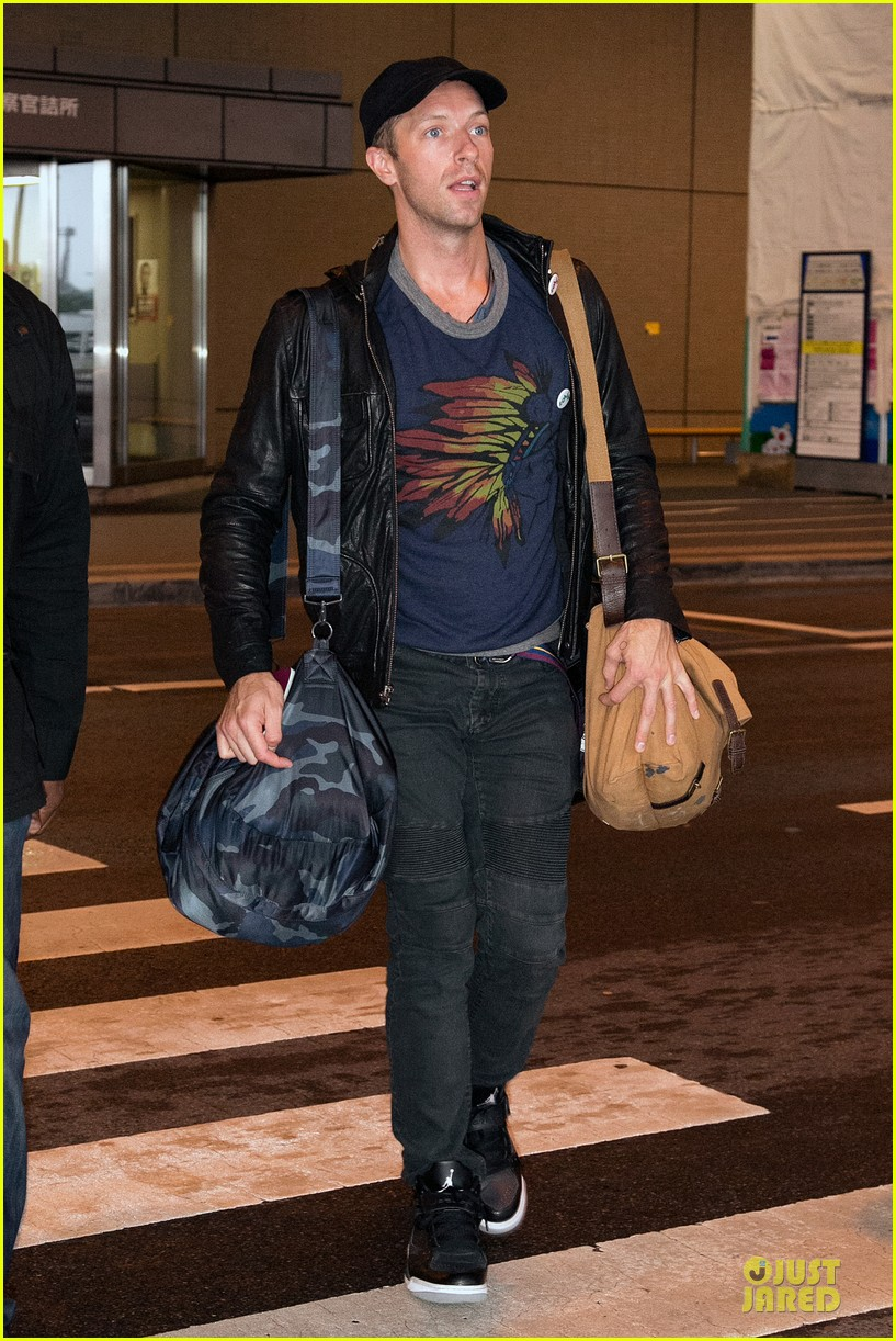 chris martin gets ready to rock japan with coldplay 10
