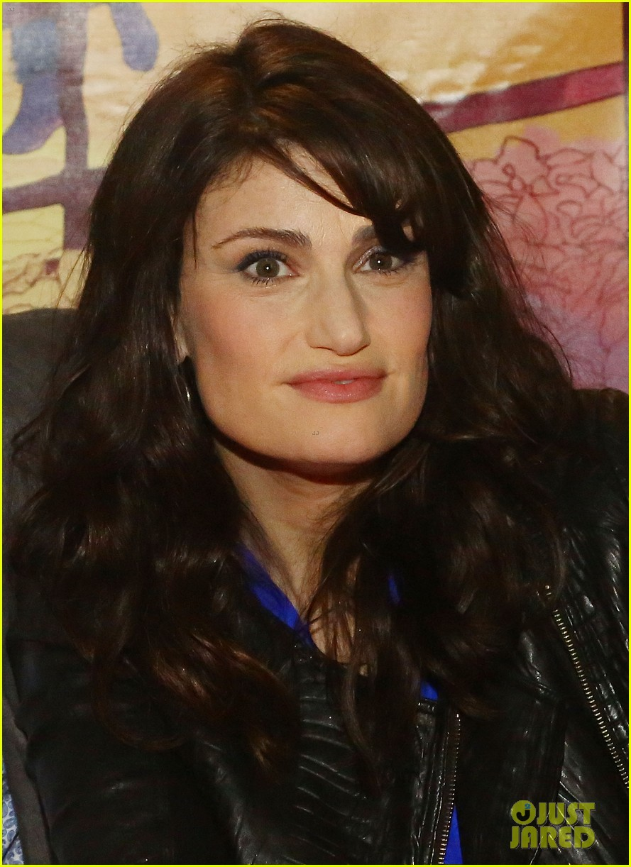 idina menzel debuts new bangs at if then cd signing 113134090