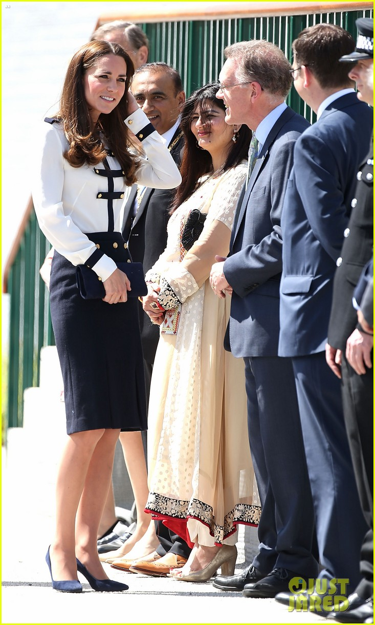 kate middleton steps out solo for bletchley park spy school visit 053137930
