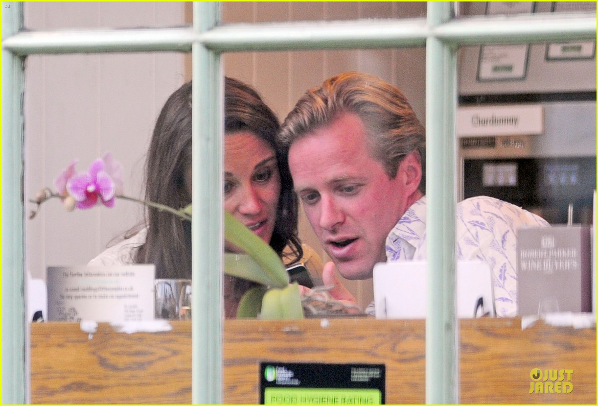 pippa middleton grabs drinks with tom kingston 043144931