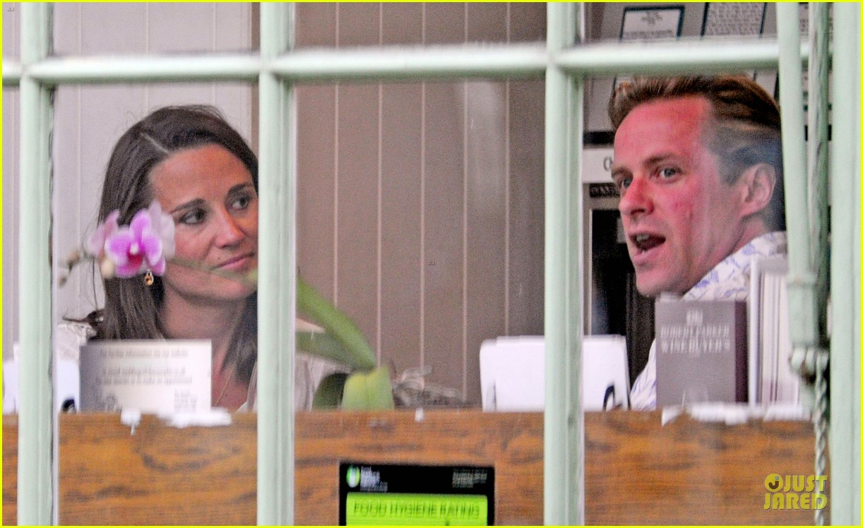 pippa middleton grabs drinks with tom kingston 073144934