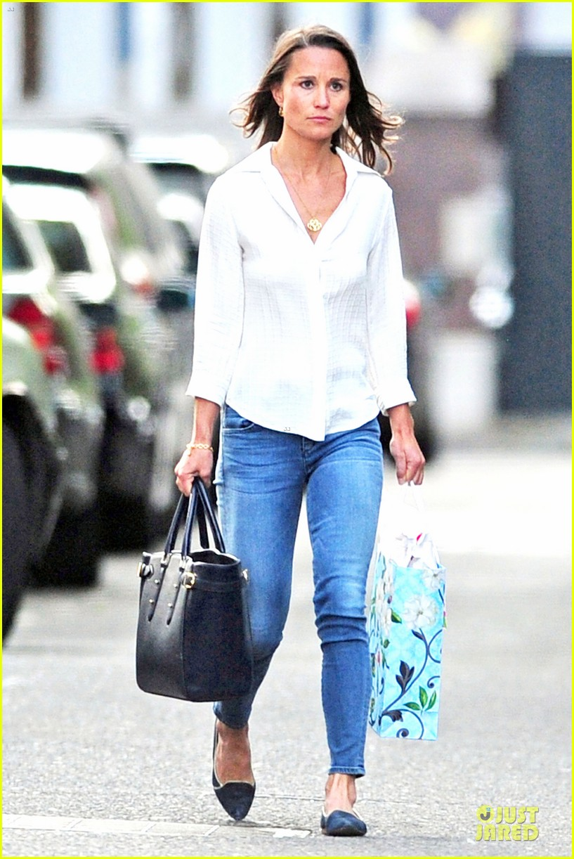 pippa middleton grabs drinks with tom kingston 123144939