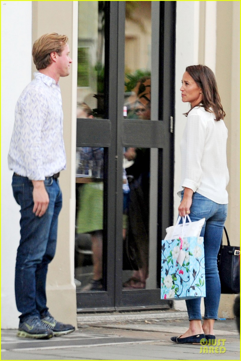 pippa middleton grabs drinks with tom kingston 14