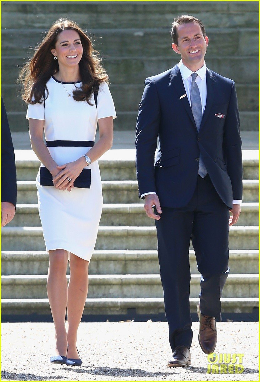 kate middleton never fails to impress see latest outfit here 02