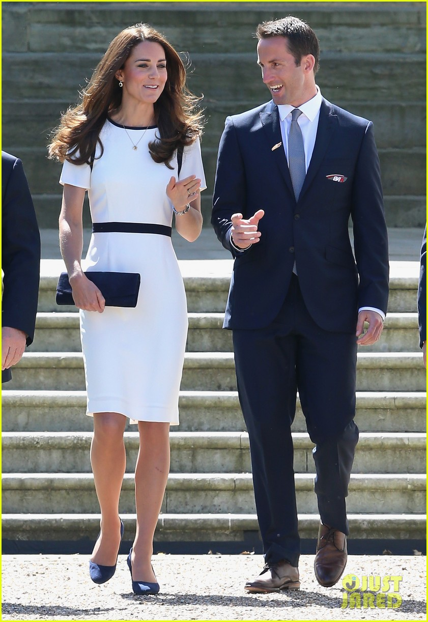 kate middleton never fails to impress see latest outfit here 033132269